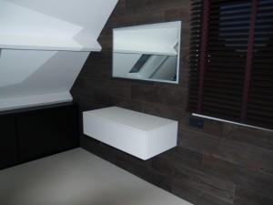 """meuble design suspendu pour lavabo avec tiroir à ouverture par système """"pusch"""""""
